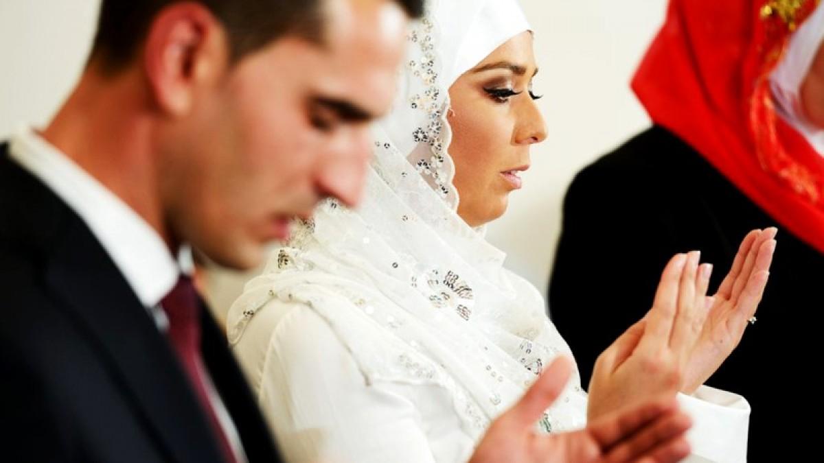 Ce fac musulmanii în noaptea nunţii, în dormitor. Tradiția care a șocat întreaga lume